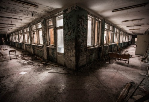 2. The Abandoned School 498x340 نگاهی بر یکی از مراحل خاطره انگیز سری Call of Duty